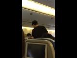 SMTOWN in dubai レポ - 帰国便の機内でのスタイリング中ユノ様はこちらです️