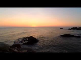 Alba al mare su terra piatta il sole non sorge ma si avvicina_hd.mp4