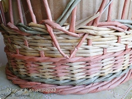 Плетение из газет: мк трёхцветной косы и загибка GlSuY2IkSB0