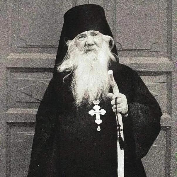 — А я всех люблю, верующих и неверующих — всех под одну гребенку! — сказал батюш...