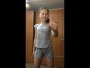 Милая школьница танцует 4