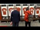 Гвинея - Наби Кейта и Алекс Окслейд-Чемберлен в раздевалке Ливерпуля
