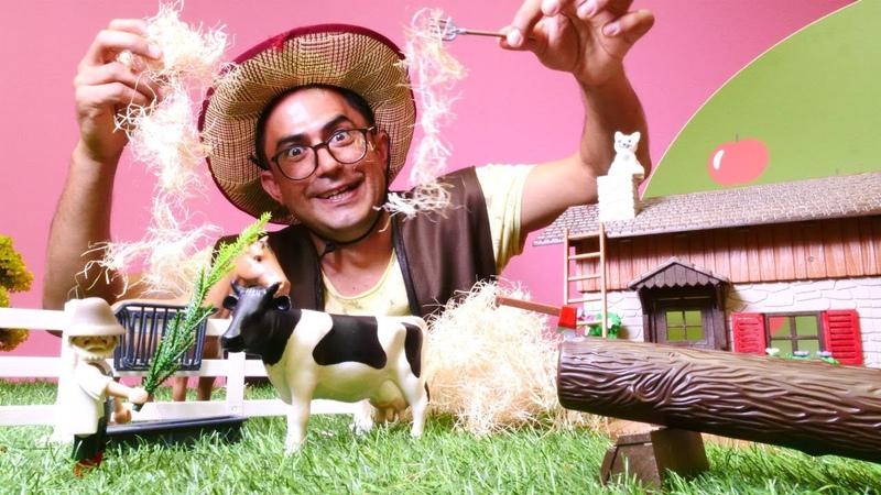 Çocuk videosu. Çiftlik ile oynuyoruz. Oyuncak hayvanlar