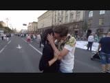 Как Поцеловать Девушку с помощью 1 рубля Kissing Prank