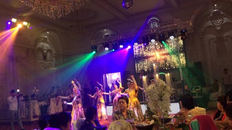 Bailarinas uzbek bailos