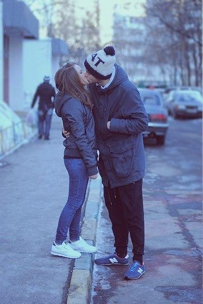 Цілуються