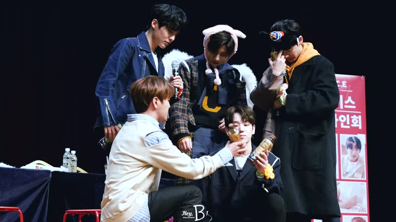 FANCAM | 29.12.18 | A.C.E (mid-phototime) @ 2nd Season's Greetings Fansign 2019