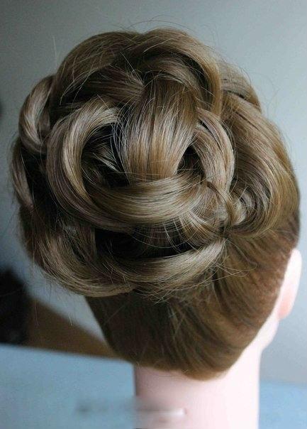 Простая причёска на длинные волосы (6 фото)