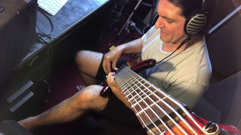Franck hermanny - WTF groove improv bass jam/ trying new Iphone Clip Mount