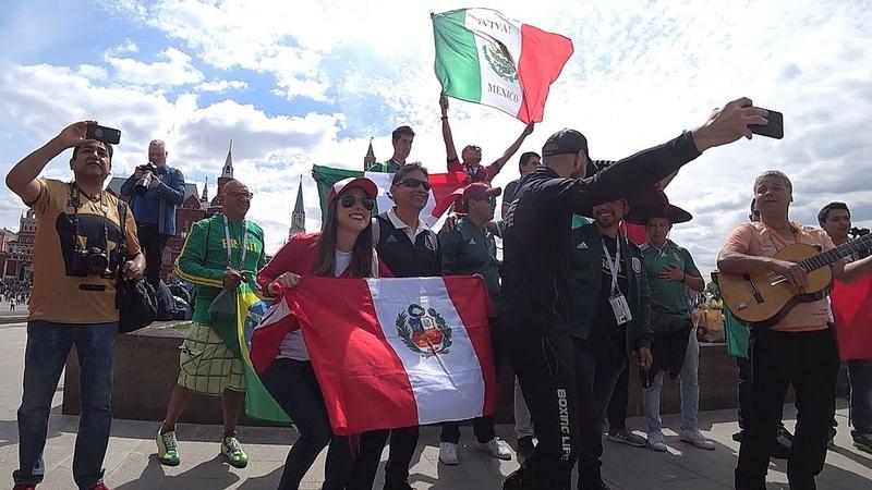 Общаюсь с болельщиками из Мексики и Перу fans from Mexico and Peru fanáticos de México y Perú