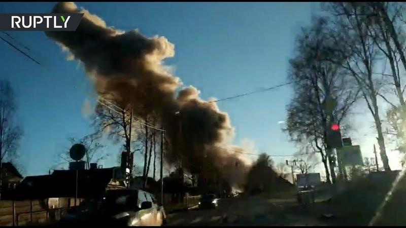 «Разворотило всё здание»: очевидец снял на видео разрушенный взрывом завод под Петербургом