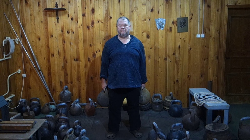 6464 KG KETTLEBELLS SQUAT ON CHAIR ПРИСЕД НА ТАБУРЕТКУ С ГИРЯМИ 6464 КГ