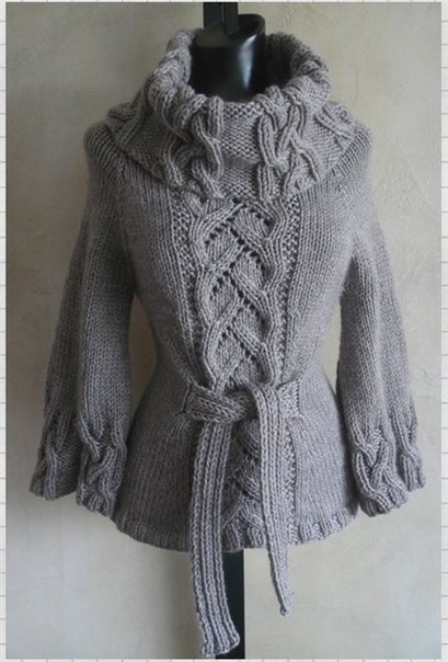 Эффектный свитер с косами со