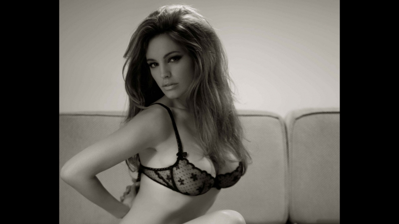Девушка с красивым телом. Вот это формы! (домашнее,секс,порно,сиськи,раком,сиси,попа,минет,сосет,трахнул,инцест,красивая,трах)