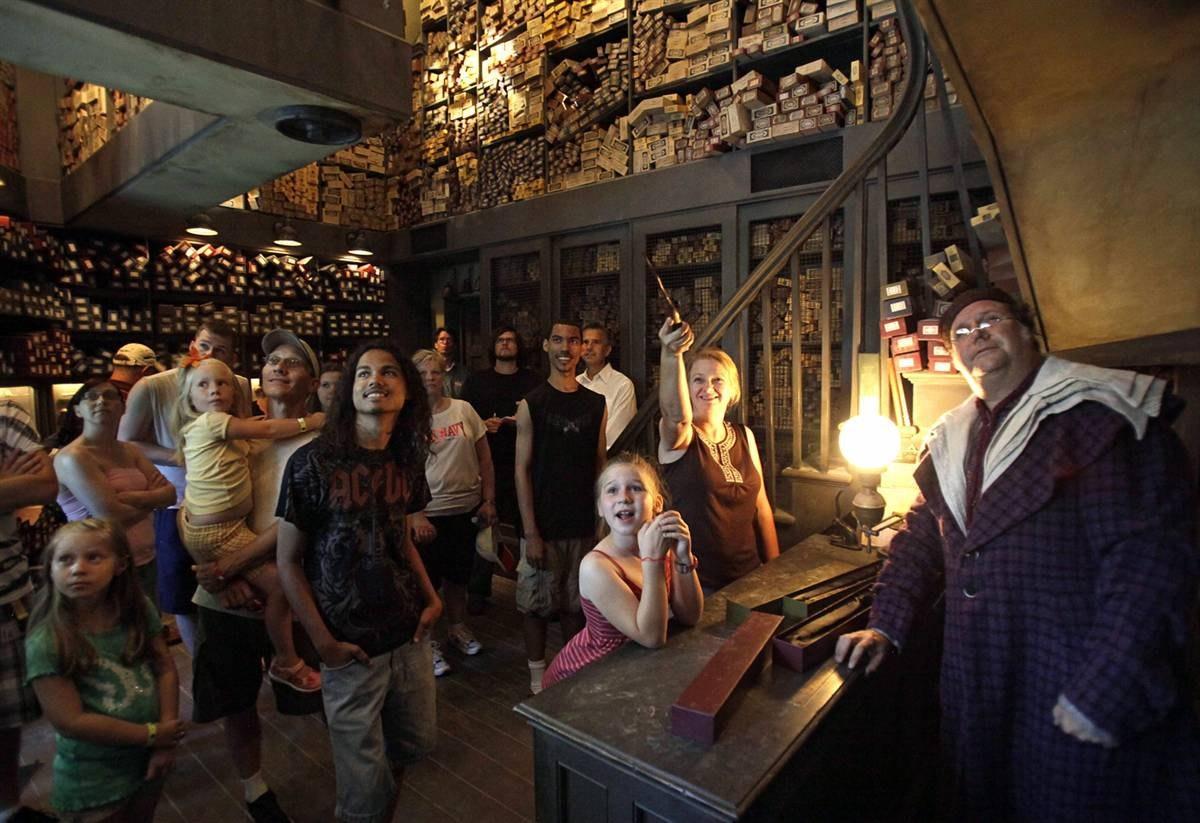"""""""Волшебный Мир Гарри Поттера"""" — тематический парк развлечений в духе Гарри Поттера."""