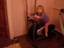 смешное прикол хохма ржач видео ребенок тренажер спорт