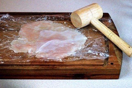Хрустящие куриные палочки Ингредиенты: 2 больших куриных грудки ½ стакана