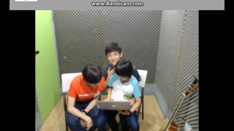 Jisoo Samuel and Hansol 1 lapsitting