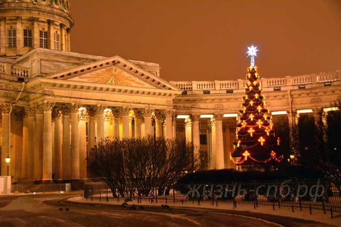 Новогодняя елка у Казанского собора Санкт-Петербурга, декабрь 2018