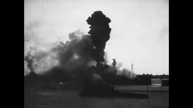 Перл Харбор 7 декабря 1941 года Гибель линкора USS Arizona после попадания четырех авиабомб сброшенных японской авиацией