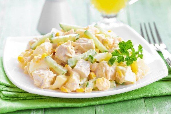 Салат из куриного филе с ананасом с