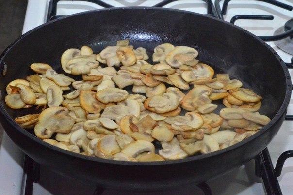 Картошка с грибами в сливках. Ингредиенты: Картофель — 8