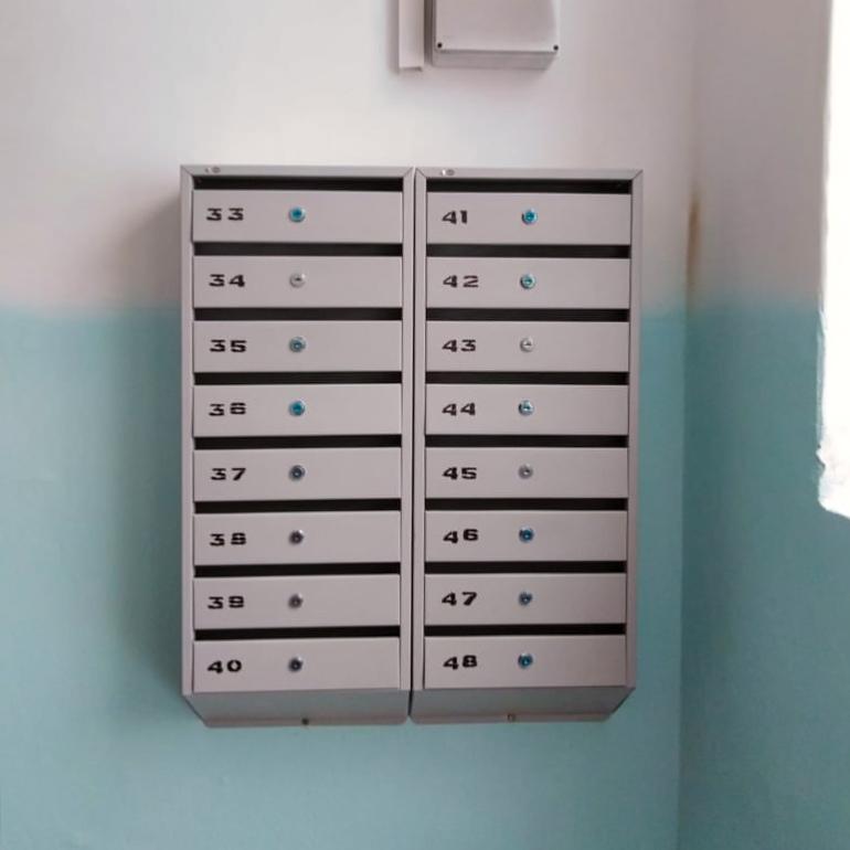 Установили новые почтовые ящики на Комсомольской, 11