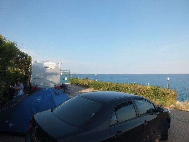 место в кемпинге Санремо с видом на море