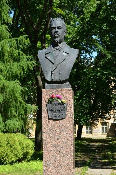 Памятник изобретателю радио Попову А.С.