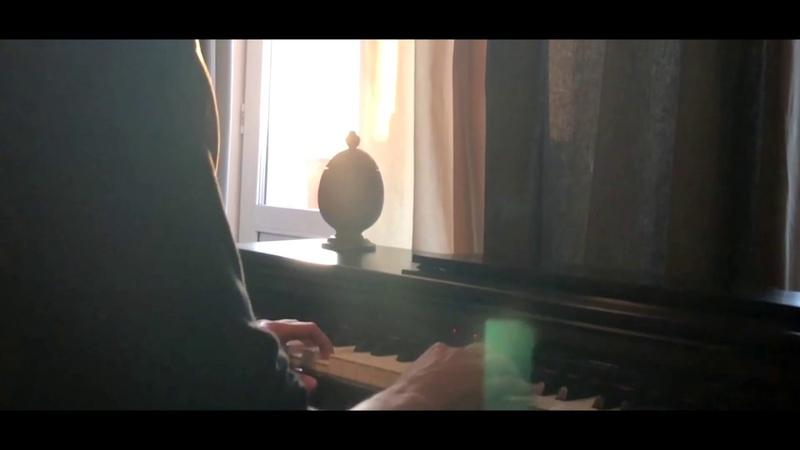 онагрустит - моя жизнь (играю на пианино)