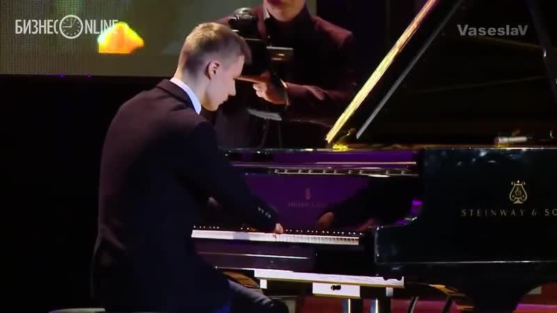 Лёха Романов - пианист без пальцев