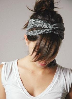 С помощью подходящей повязки на голову вы можете поддержать тему наряда в любом стиле: от винтажного до стиля бохо...