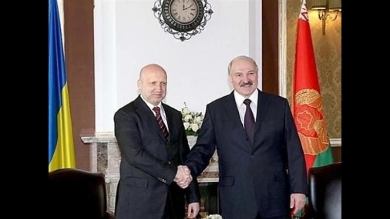 Лукашенко думает, что его местный майдаун не зацепит! Считаю, через пару лет поедет к Витьке картушку сажать!