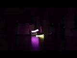 [v-s.mobi]Девушка танцует шафл в светящихся кроссовках - LED shoes Shuffle dancing.mp4