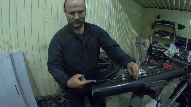 Причина течи гидроцилиндра аутригера портального погрузчика Wernox выявлена ремонт идёт Мусоровоз
