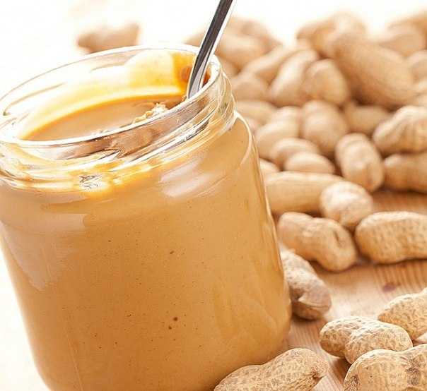 Готовим арахисовую пасту Вам нужен арахис, мед, растительное масло, немного соли и кухонный комбайн. Не понятно? Тогда мы идём к вам!