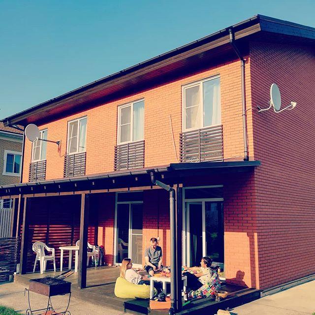 krasnovolosuyu-podrugu-na-balkone-video