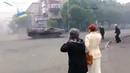 """Палим вату 🔥""""Маріуполь 2014 рік! БМП-2 ЗСУ колоною пролітають через блокпости руцького миру! 🤟🤜🇺🇦"""""""