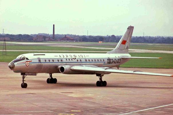 Ту-104: от бомбардировщика до космической лаборатории Первый советский реактивный авиалайнер.64 года назад, в июне 1955 г, совершил свой первый полет реактивный пассажирский авиалайнер Ту-104.
