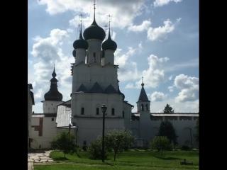 Колокольный звон в Кремле. Ездили в город Ростов Великий Ярославской области. Очень понравился. В нем есть и величие и скромност