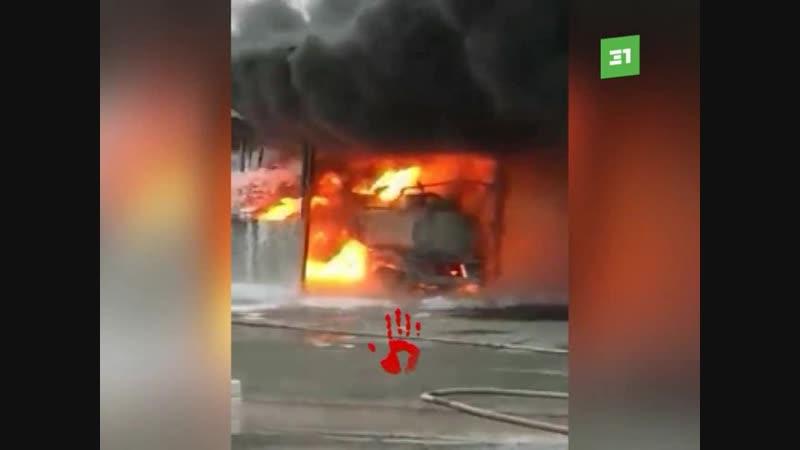 Клубы черного дыма напугали жителей сразу несколько районов Челябинска. При этом пожар произошел только в Советском. Там вспыхну