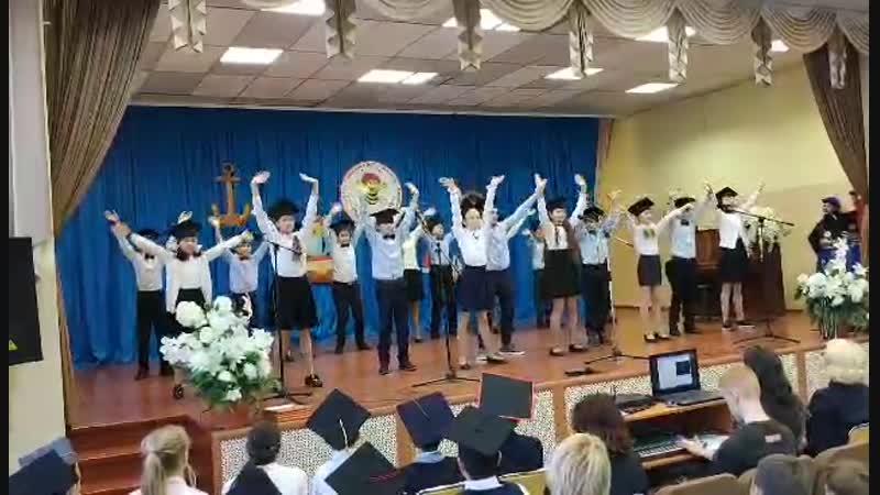 Посвящение в гимназисты. Танец :-) Постановщик - уровень бог :-) :-) ;-)