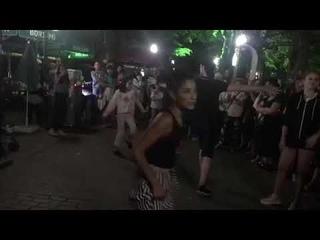 Девушки танцуют брейк под лезгинку в Грузии (2018 год)